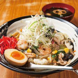 肉海鮮中華丼 煮卵添え