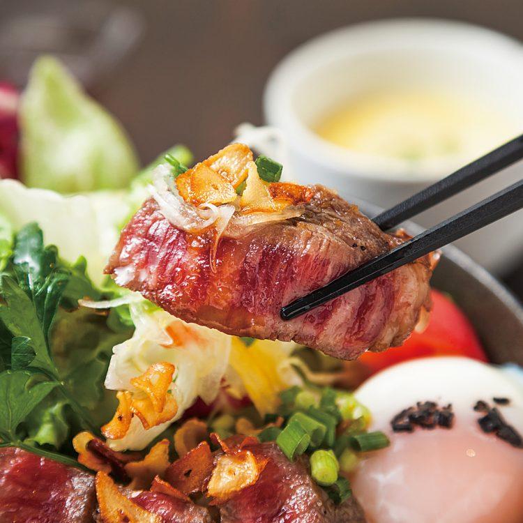 国産牛のステーキサラダ丼(スープ付)