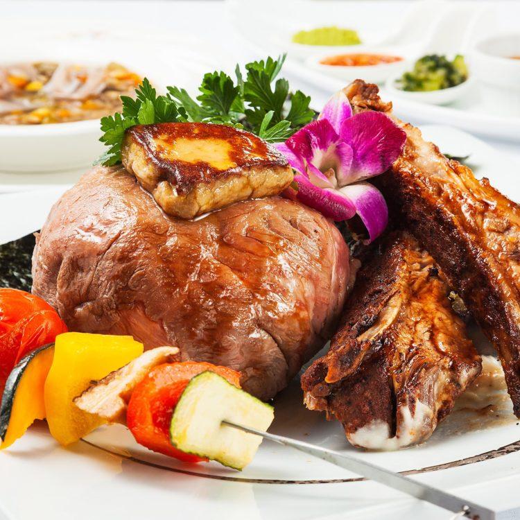 (日本語) 究極の贅沢丼〜にいがた和牛、フォアグラ、国…