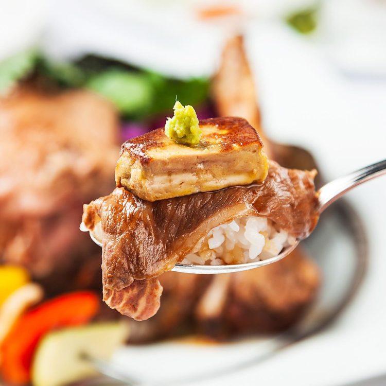 (日本語) 究極の贅沢丼〜にいがた和牛、フォアグラ、国産ポークのスペアリブ〜
