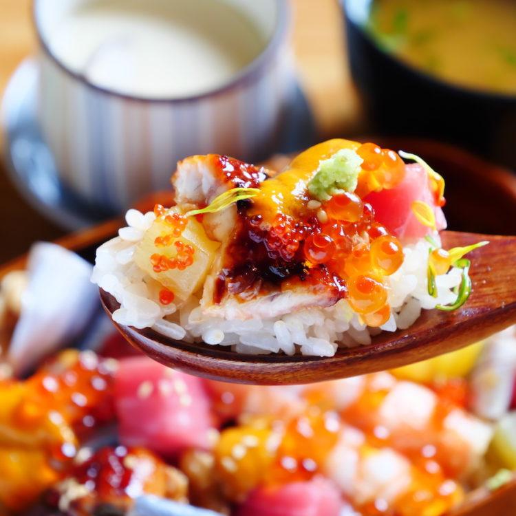 リトル北海道 リニューアル記念ちらし寿司 赤い羽根 海鮮花あられ~極~