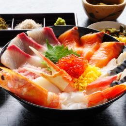 [:ja]三種の味で食す!板長気ままに気まぐれ海鮮丼[:]