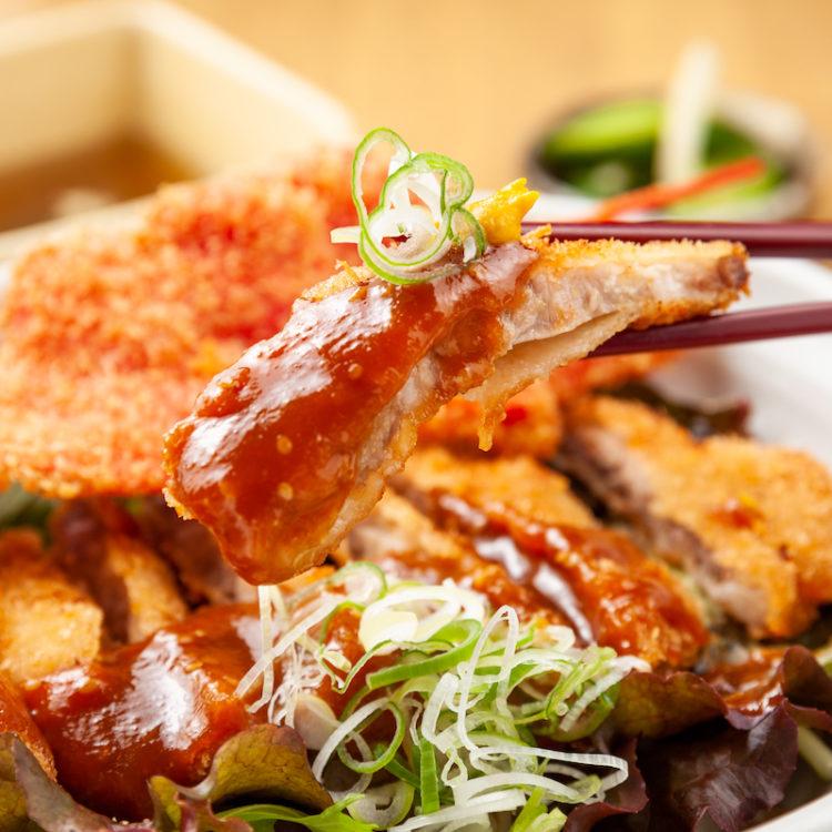 国産豚ロースの特製みそカツ丼