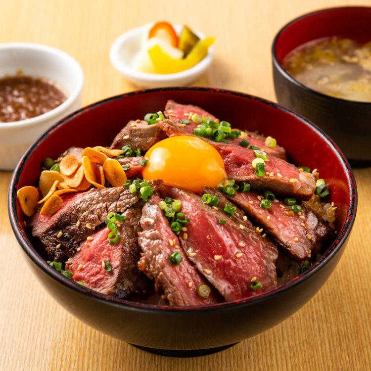 """""""肉に溺れる""""超厚切りステーキ丼"""